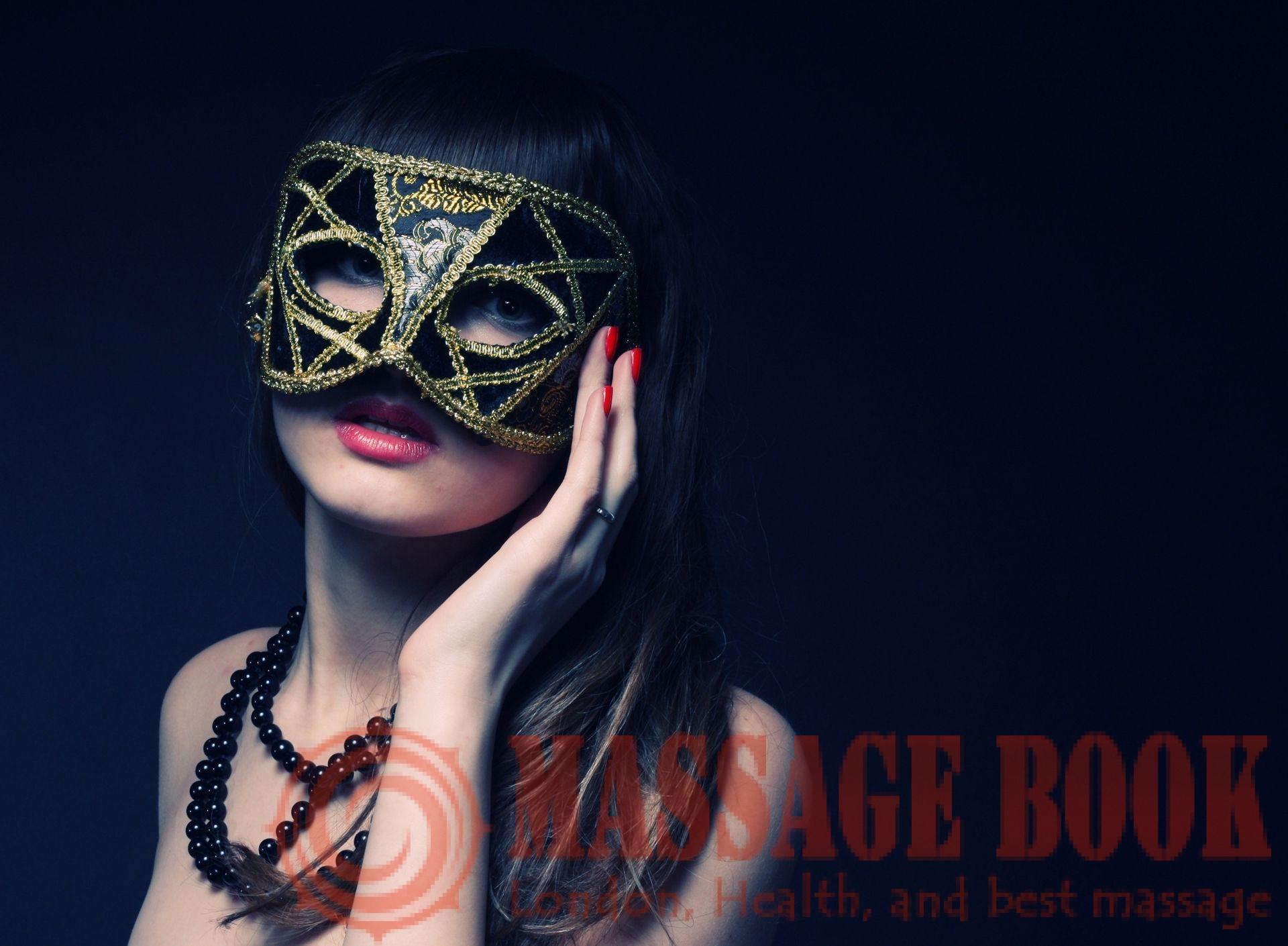 Фото девушки брюнетки в масках 10 фотография